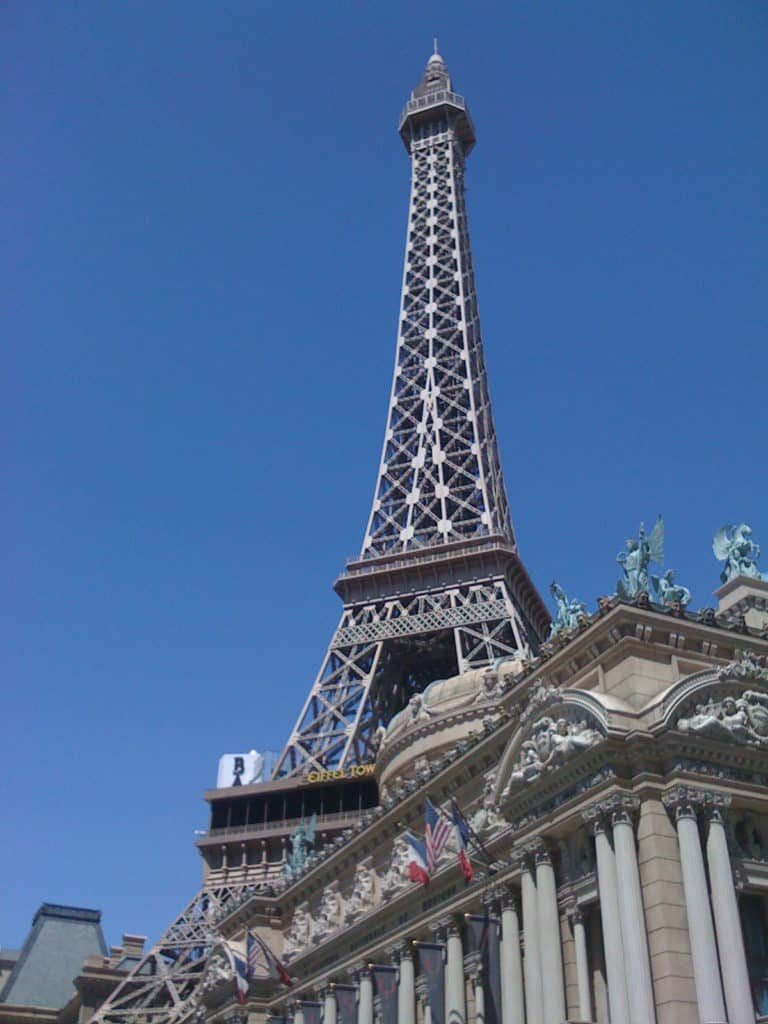 Las Vegas - Cheap Places to Travel in the Us #budgettravel #cheaptravel